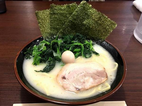 塩ラーメン 700円 + ほうれん草増し(たくさん) 100円