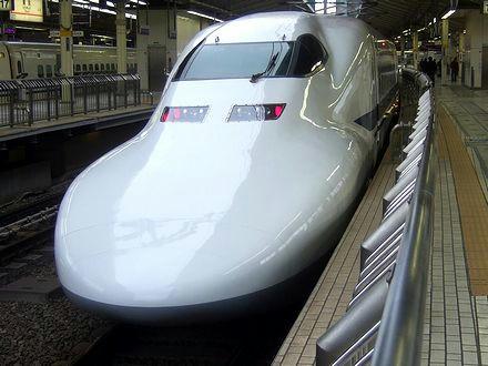 東京駅で出発を待つのぞみ61号