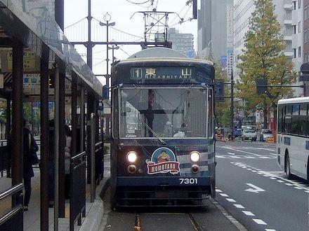岡山駅前に進入する7301