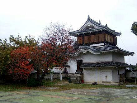 国重文の月見櫓(の裏側)
