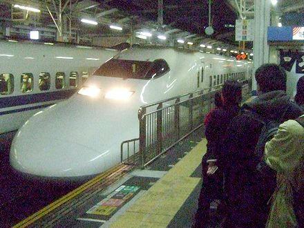 岡山駅に進入するのぞみ94号