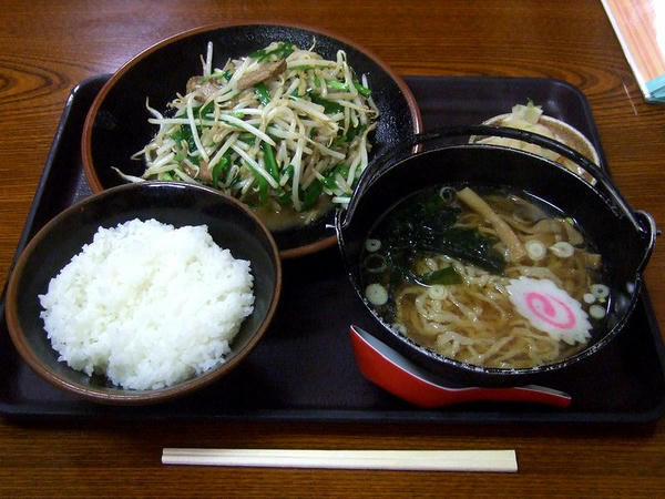 豚レバニラ炒め定食 980円
