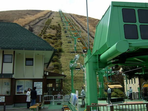麓の乗り場から山頂方向