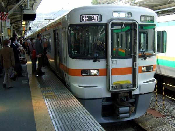 熱海駅に入線してきた1433M