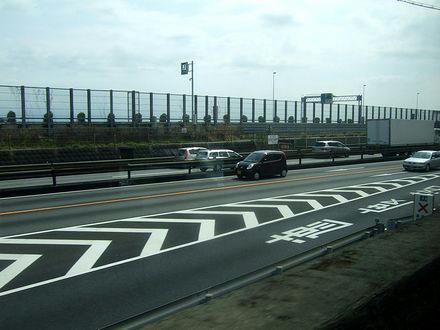 国道1号、東名高速と併走