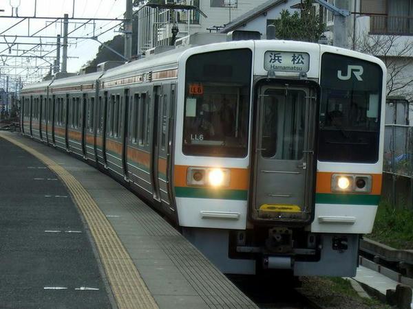 興津駅に入線する773M