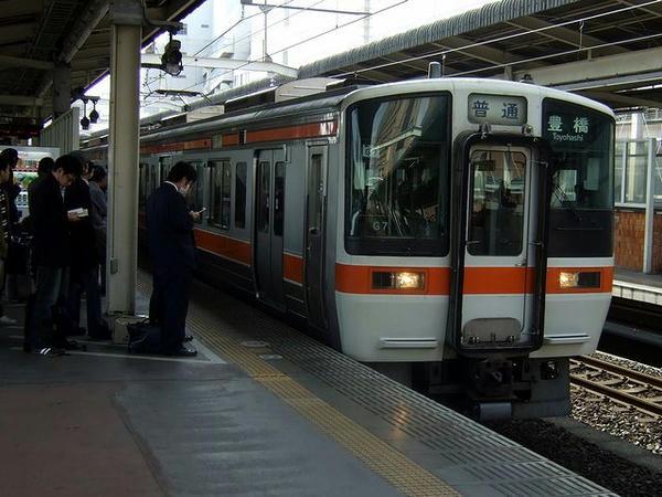 浜松駅に入線する957M