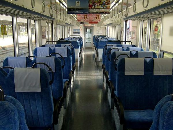 美濃赤坂で発車待ち中の4218Fの車内
