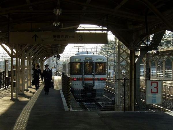 大垣駅に到着した4218F