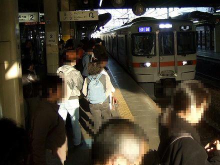 大垣駅に入線する5517F快速