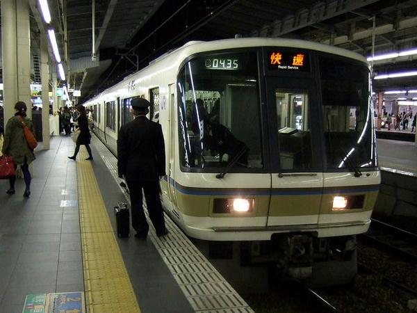 大阪駅に到着した825T