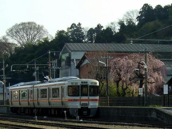 美濃赤坂駅で発車を待つ4218F(JR東海313系300番台電車)