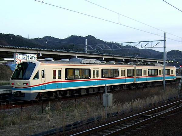 米原駅に停車中の近江鉄道700系電車(モハ701+モハ1701)