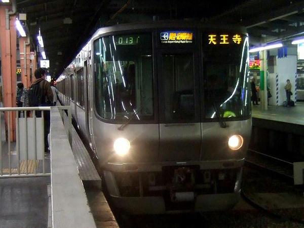 大阪環状線を1周して天王寺に向かう上りの関空・大和路快速(JR西日本223系0番台電車)