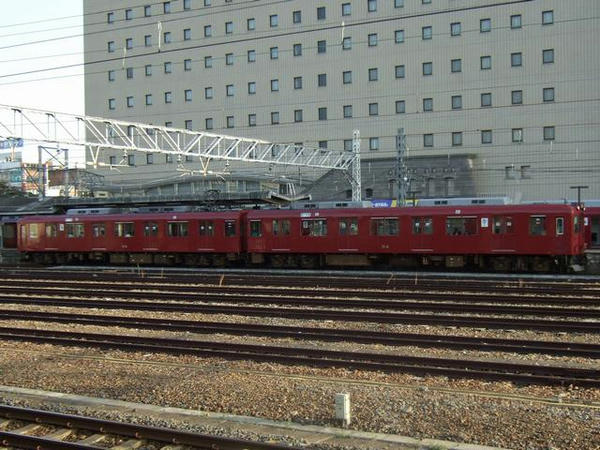 大垣駅に停車中の養老鉄道610系電車2連(614+514)