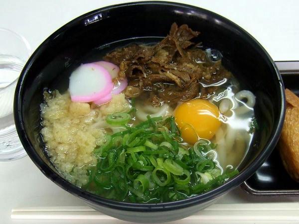 肉うどん 480円 + 生玉子 60円 + 稲荷寿司 150円