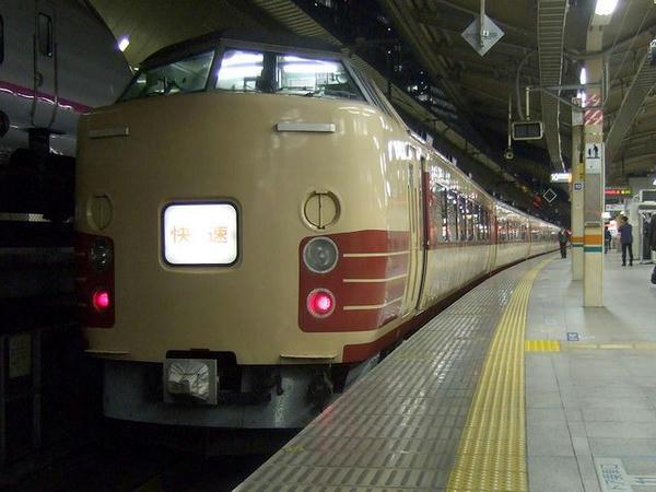 東京駅で発車を待つ9391M快速ムーンライトながら