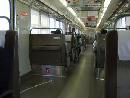 神戸を過ぎだいぶ落ち着いた3411M新快速の車内