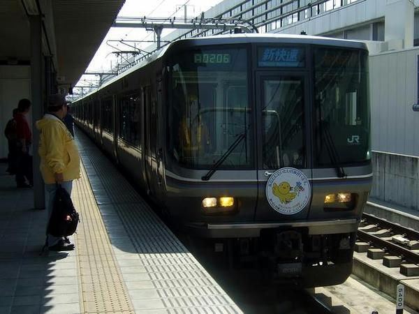 姫路駅に入線する3421M新快速