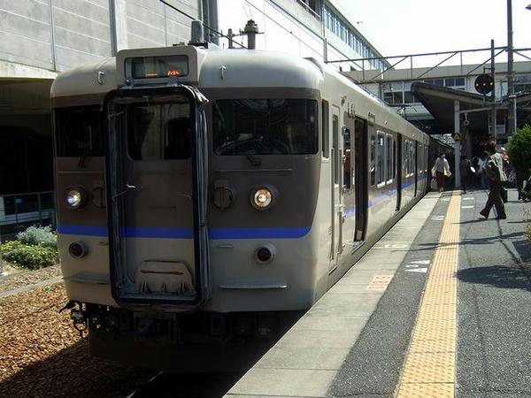 相生駅で発車を待つ1313M