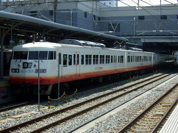快速サンライナー用の117系電車