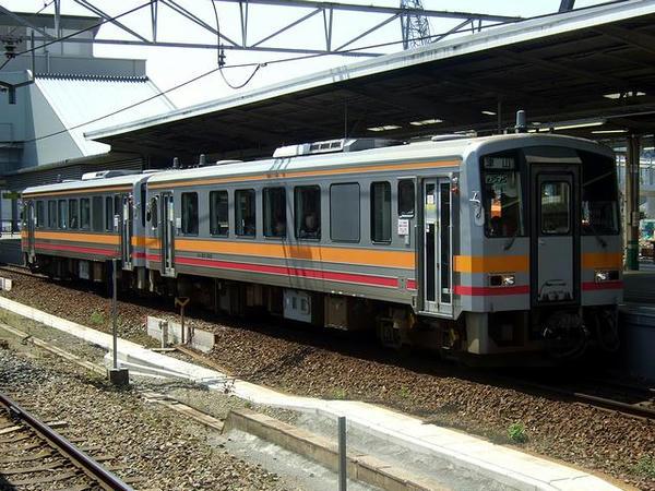 JR津山線のキハ120形気動車