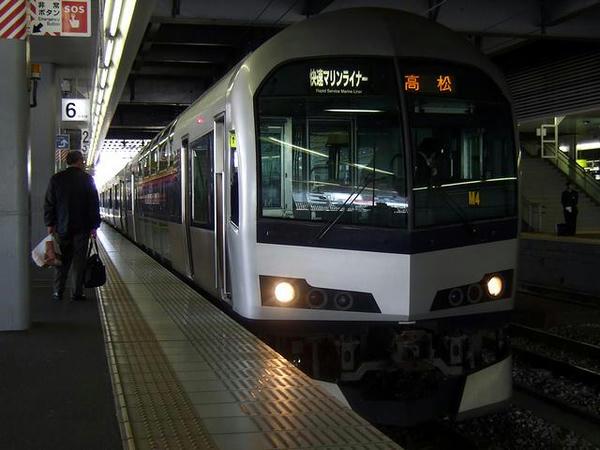 岡山駅で発車を待つマリンライナー29号