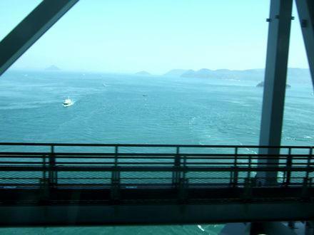 瀬戸大橋を渡る(車窓からの眺め)