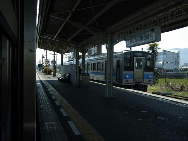 途中の高瀬駅で1122Mと交換