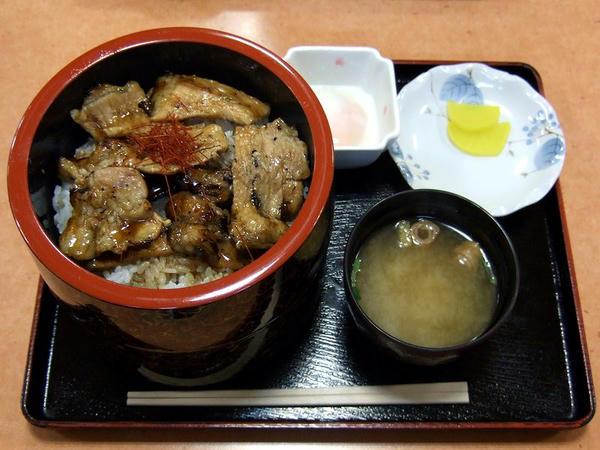 豚丼(大) 760円 + 半熟たまご 80円