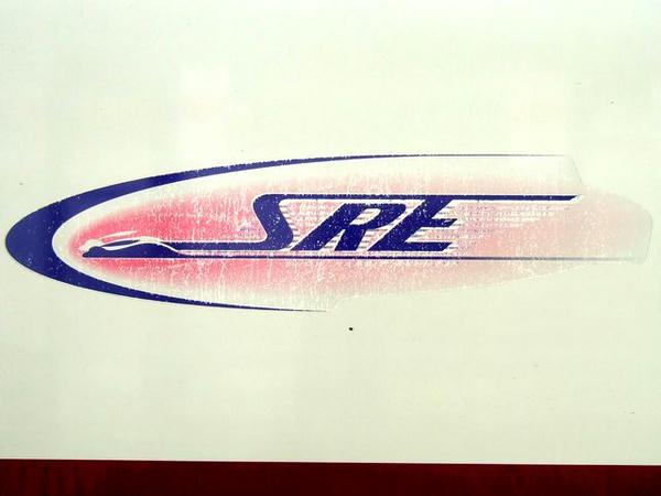 車体側面のだいぶくたびれたSRE(スノーラビットエクスプレス)ロゴステッカー