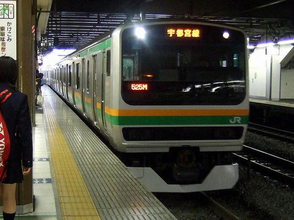 大宮駅に入線する普通列車