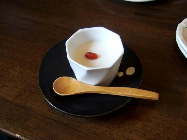 Bセットの杏仁豆腐