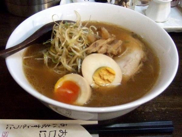 醤油チャーシューメン(黒ネギ) 787円