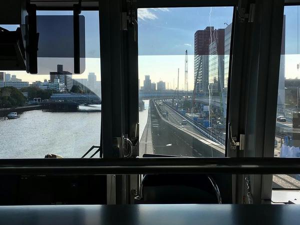 京浜運河上空を走行