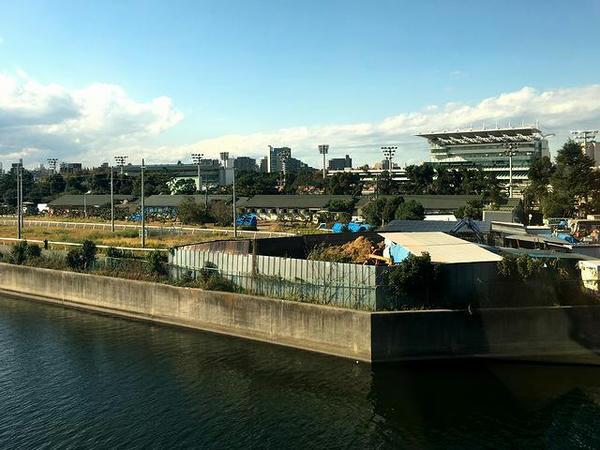 東京モノレールから見た大井競馬場