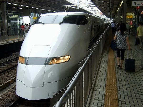 名古屋駅に入線するこだま636号