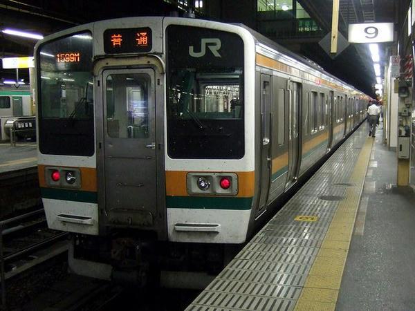 上野駅で発車を待つ1599M