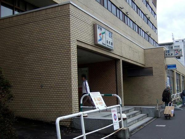 栄町駅の出入口