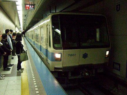 栄町駅に入線する福住行き191列車