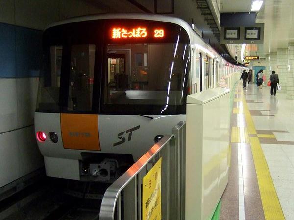 宮の沢駅に到着した202列車