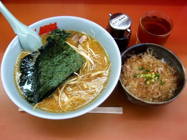 特製味噌ネギラーメン(脂普通・味普通・麺普通) 790円 + 玉子かけご飯 200円