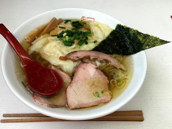 ワンタン麺(白醤油) 850円