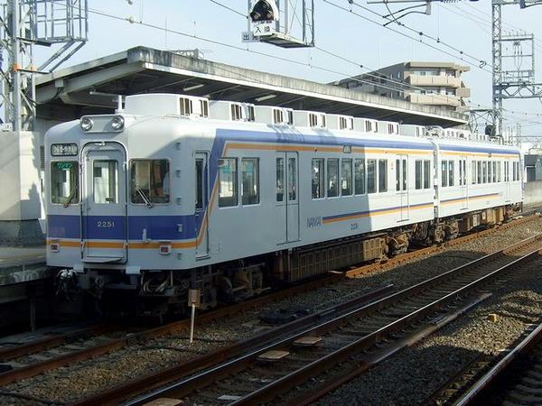 岸里玉出駅に停車していた汐見橋線の列車