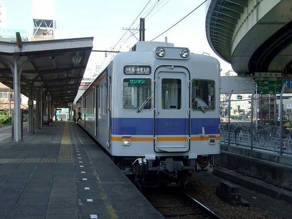 汐見橋駅で発車を待つ折り返しの岸里玉出行き各停