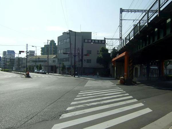 大阪環状線の高架と芦原橋駅遠景
