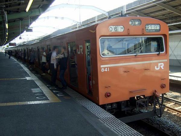 芦原橋駅に到着した大阪環状線1371列車