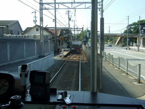 終点の浜寺駅前停留所進入