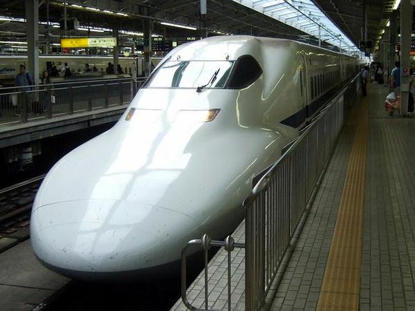 新大阪駅に入線するこだま674号