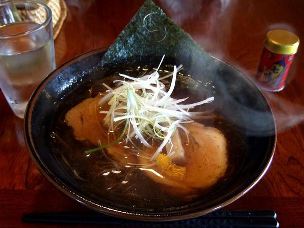 特製ラーメン(正油、そば殻麺) 700円※この日は味玉がなく60円引きになっていました。